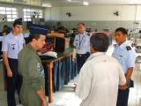 FAB transmite conhecimento logístico sobre T-25 Universal para Força Aérea Boliviana